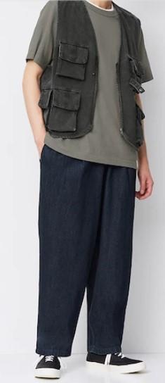 最近のファッションはこんな太いズボンが流行りなんですか?