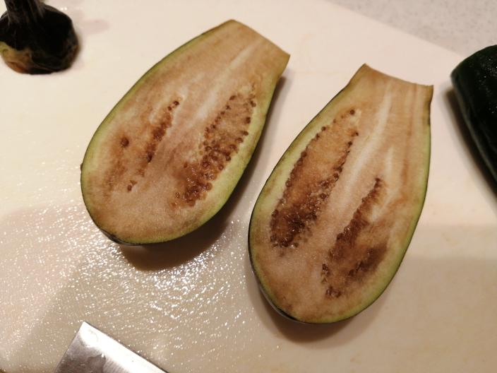 この茄子は食べられませんよね? 大量に頂いて食べきれず、10日くらい野菜室にいました…
