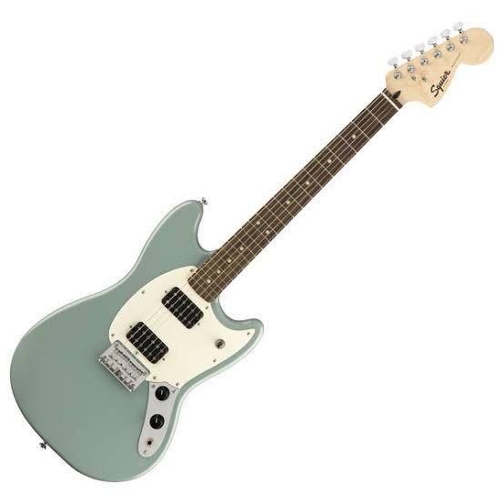 この写真のギターにアームをつける方法はありますか。 背面にトレモロを付けれる穴はありません