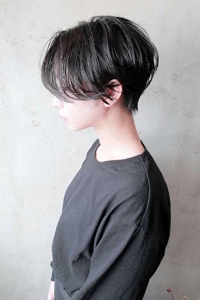 男がこのような髪型は変ですか? とてもカッコイイので真似したいです! 丸顔でおでこが広いのですがあいますかね…