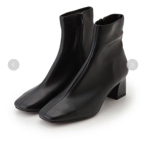 snidelのショートブーツについて質問です。 こちらの購入を考えているのですが snidelの靴のサイズ感はどのような感じでしょうか? 普段は23.0~23.5でSサイズかMサイズを ...