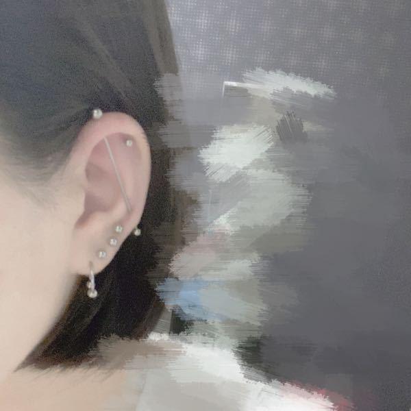 軟骨と軟骨に開けるインダストリアルをやりたかったのですが、耳の形的にインダスは開けられないのでロブと軟骨のインダスにしました。変ですか??