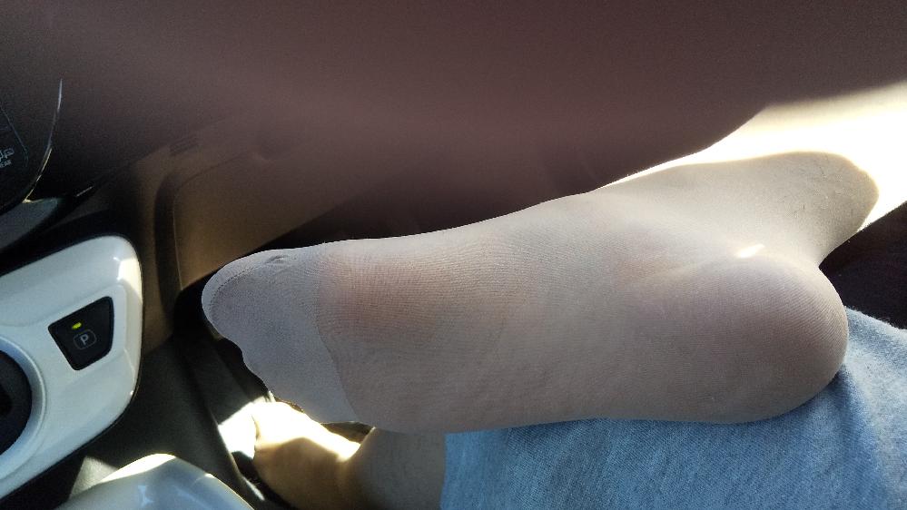足のサイズ23cmピッタリって小さい方ですか? ※パンスト足裏ですみません。