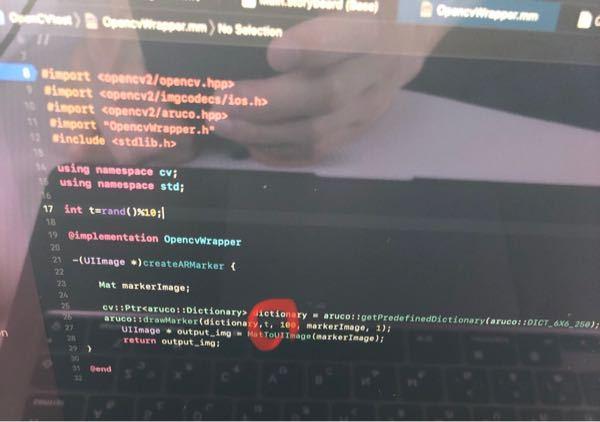 下の写真の赤丸のところを乱数にしたいのですが、このプログラムで実行しても毎回同じマーカーが表示されてしまいます。ご指摘お願いいたします。 このプログラムは、ARマーカーをランダムに生成するという...