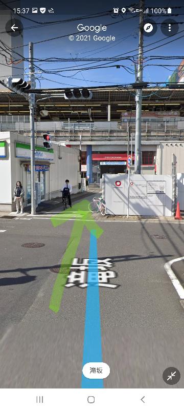 新横浜駅の市営地下鉄2番入口(ファミリーマート港北篠原町店横・画像の入口)から新幹線乗り場まで行けますか? 地図を見ると細い通路で反対側に抜けられそうなのですが、反対側まで行けば新幹線乗り場まで行けるのでしょうか?
