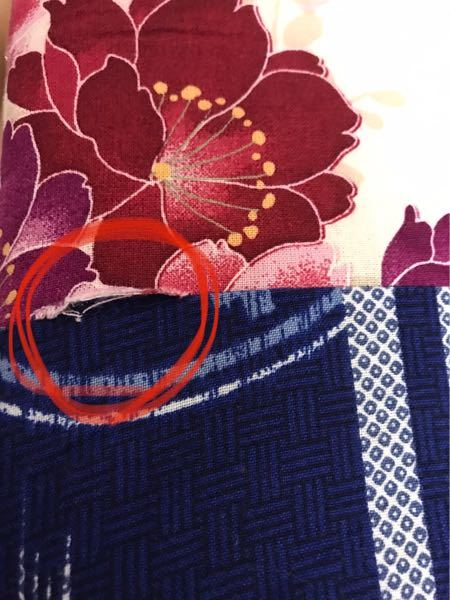 こちらの画像のような解れはどのような縫い方で直したら良いのでしょうか?パッチワークのクッションで、手縫いで直したいです。
