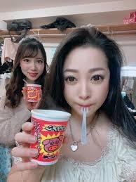 小向美奈子 氏がブタメンを食べる動画や 画像をアップしたのですが、 なぜブタメンなのでしょうか?