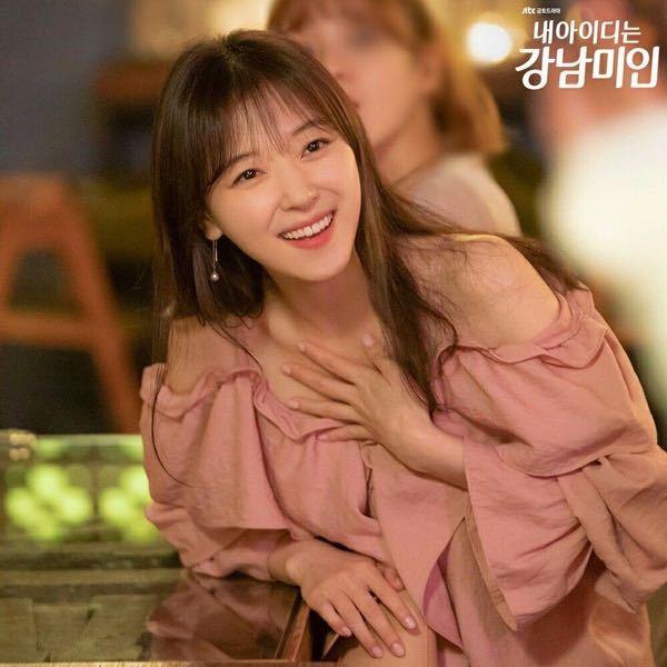 私のIDはカンナム美人という韓国ドラマ内で スアちゃんが着ている服がどれもタイプなのですが、 どこかでスアちゃんの衣装がまとめられている サイトやアカウントはありますでしょうか? 特にこのお洋服を特定したいです。