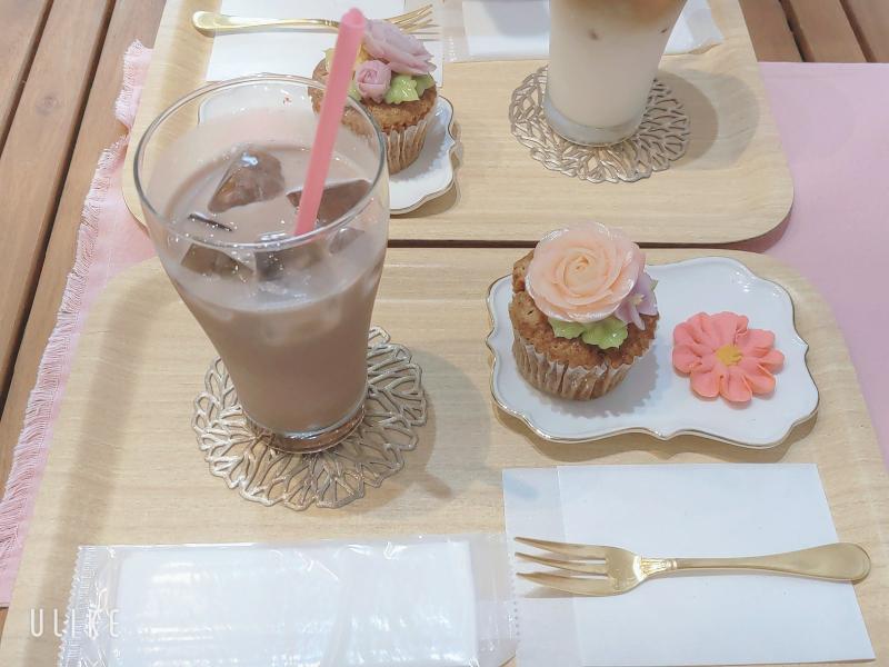 北海道函館にあるカフェらしいですけど、 お店の名前を教えてください
