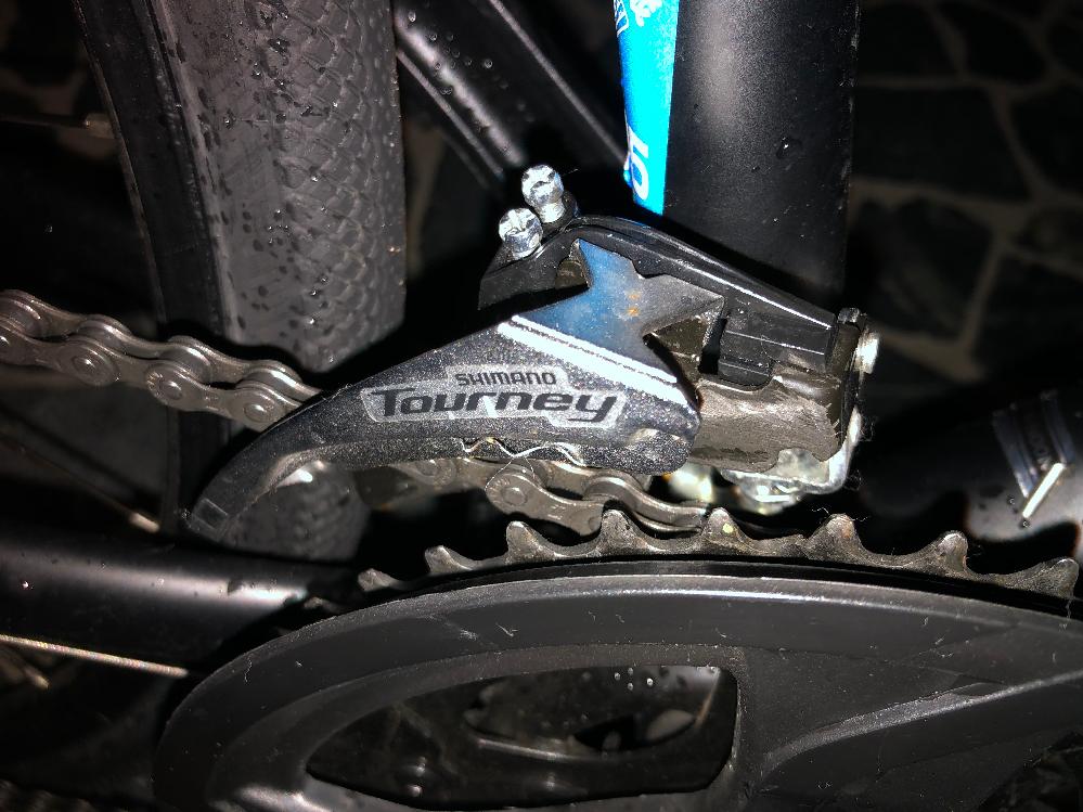 フロントディレーラーが歪んでしまいました 自分で治せますか?直せたら、やり方やサイト教えてください 自転車