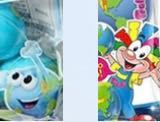 大至急!!!!!! 地球グミのこの地球のキャラクターとこのディズニー系の子の違いはなんですか?どっちがが偽物なんですか?