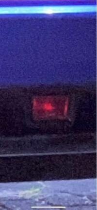 WRXのブレーキを踏んだら光るこれ俺の光らないんですけどどうやったらひかりますかね?