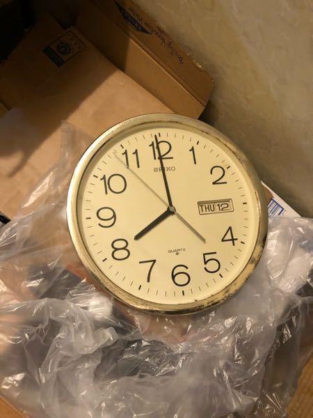 こちらのSEIKOの壁掛け時計の型式や製品名などわかる方いらっしゃいますか? 自分で調べても名前と値段すらわからない状態でして^^; いただいた方からは20年ほど前からあるって聞いてたのでだいた...
