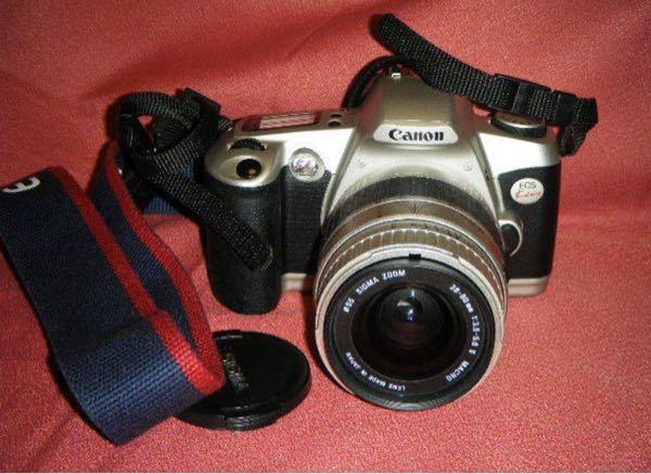 最近フリマサイトでカメラを買ったのですが電池のサイズが分からなくて困ってます。 わかる方がいましたら教えて頂きたいです。 Canon EOS Kiss ss SIGMA 28~80