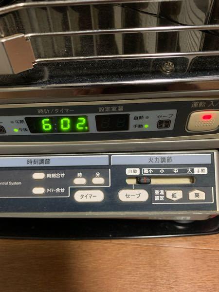 FF式ストーブについて質問です。 サンポットのKSH-706KC Gというストーブが部屋に設置しています。 画像のようなつまみがあります。 つまみを自動に合わせてセーブボタンを押すと、設定した温度より2℃高くなると消化して下がると点灯を繰り返します。 では、つまみを自動に合わせてセーブボタンを押さない場合どのように作動するのでしょうか? 説明書がなく、違いがいまいちわかりません。 わかる方教えていただければ助かります。