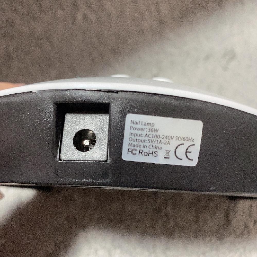 こちらの充電差し込み口はどういったものを購入すればいいのかわかりません。 コードだけなくしてしまい、使えないため購入を考えているのですが、サイズなどがわからず何を購入すればいいかわかりません。 どなたか教えてください。 USB 電源ケーブル アダプタ 丸型