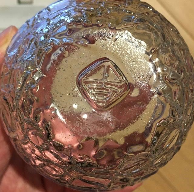 琉球ガラスのコップの裏の刻印なのですが、作家や工房など何か情報わかりますか? 出自がよくわかりません。