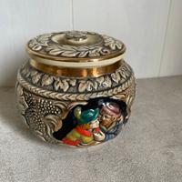 こちらの陶器の入れ物は、 どこで作られた何というものでしょうか?