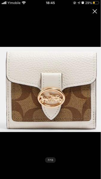 至急お願い致します! 新しいお財布を買おうと思っています。 二つのブランドのどちらの財布にしようか迷っています! 候補は、vivienneの黒のミニ財布、coachの写真のお財布です!どちらか...