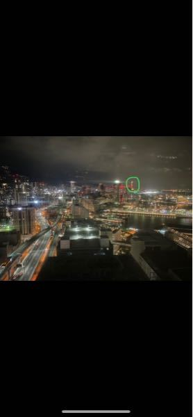 神戸の夜景ですが、この丸で囲んだ一際高いビルはなんでしょうか?