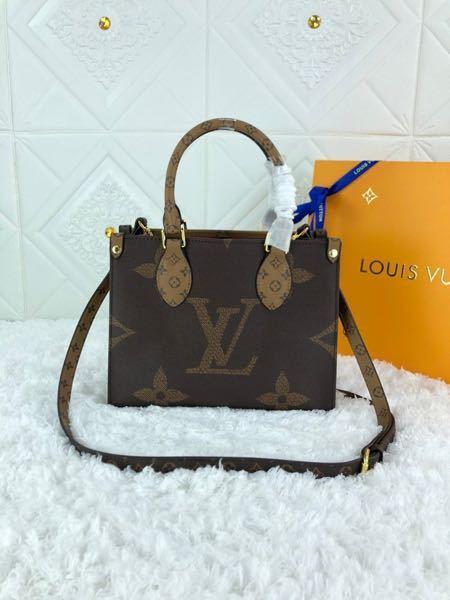 このヴィトンのバッグの型番分かる方いますか?? 似てるのはオンザゴーMMですが、微妙に違いますよね…