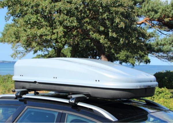こういう屋根に載ってる箱には何が入っていますか?サーフボード?スペアタイヤ? 気になり過ぎて勝手に開けてしまいそうです。