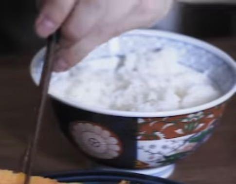 ネットでこの画像に似たようなデザインの茶碗売っていませんか?探しています。
