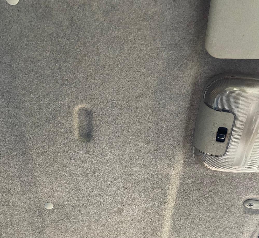 この天井の窪みはなんですか? 三菱の平成6年式のキャンターです。