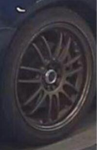 車のホイールについて、詳しい方がいましたらよろしくお願いします。 この写真のブロンズのホイールが何処のメーカーの何という商品か知りたいです。 pcdは100の5穴です。 BLのレガシィに装着されておりました。  詳しい方がいましたらよろしくお願いします。   レイズ、エンケイ、ワーク、SSR BL5 BP5 GDA GDB