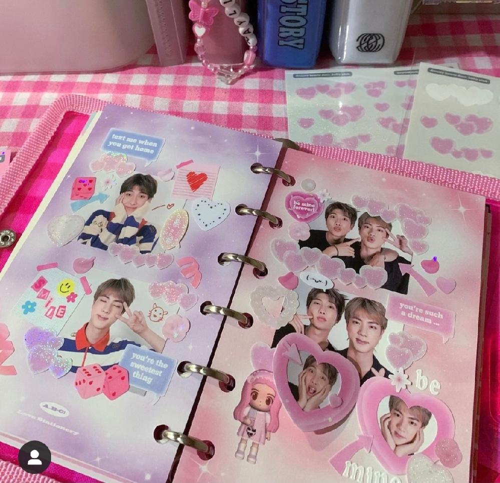よくインスタで海外けーぽペンの方の投稿を見るのですがこういう可愛いノートや雑貨はどこで購入しているのかわかる方居ますか?