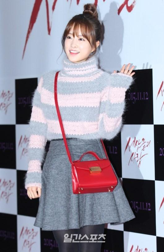 女優パク・ボヨンが身に着けているこちらの赤のバッグ どこのブラン度のものかご存じの方がいれば教えていただきたく質問させていただきました。