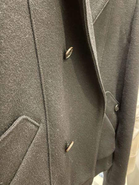 このコートのボタンは取れかかっていますか?お直しに持っていった方がいいでしょうか?