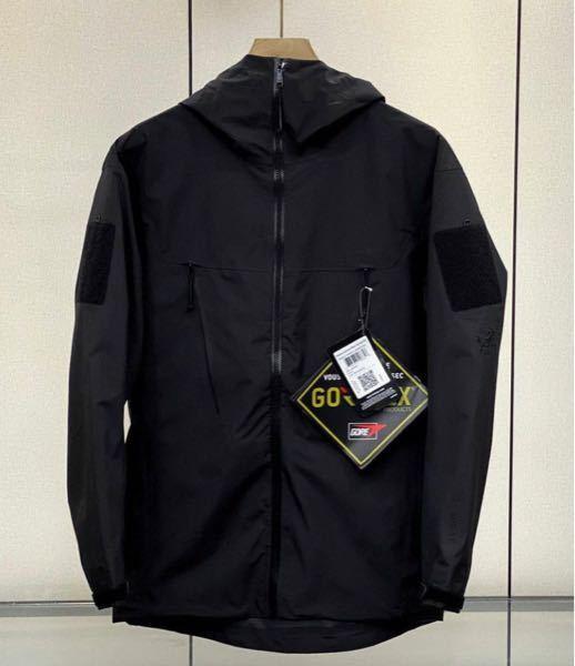 アークテリクスに詳しい方 写真はなんという商品でしょうか? ARC'TERYX LEAF Alpha Jacket LT Men's GEN2 かと思いましたが腕にマジックテープみたいのが付い...