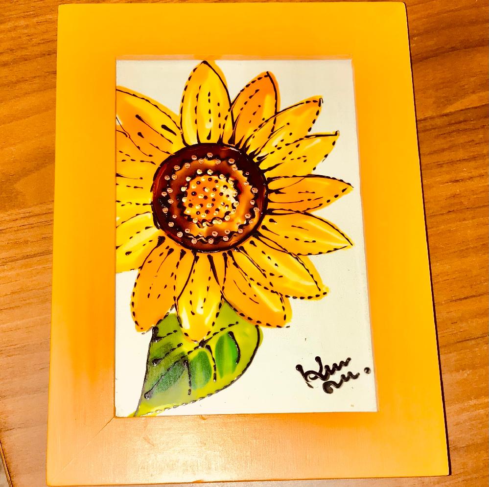 20年ぐらい前に家族から、確か北海道土産としてもらったお気に入りのガラスアートです。この作者さん、誰だかお分かりになりませんか?