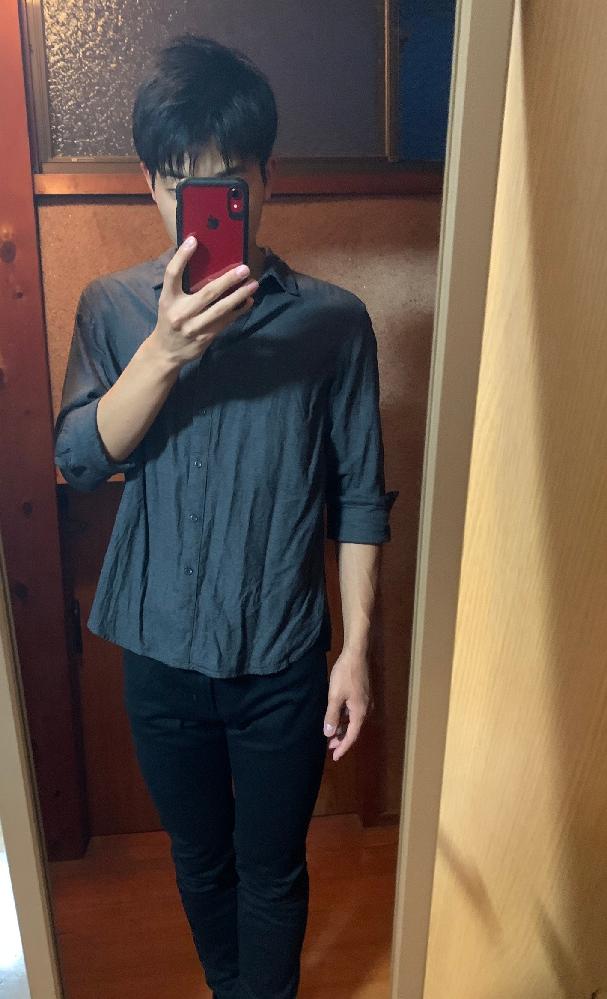 服に全然詳しくない高校3年生です。この服装はダサいですか?また、もし変えるとしたらどこをどう変えるか等教えていただけると嬉しいです。