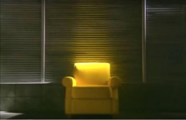 宇多田ヒカルのautomaticやgoodbye happinessのMVに出てくるこの黄色いソファすごいかわいいんですけど、売ってりたしないんですかね?