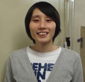 この人は堀北真希さんですかホラン千秋さんですか?以前前歯の神経が死んでいたそうですが?。お笑い芸人