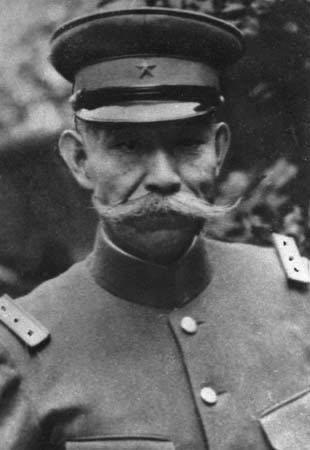 林銑十郎の見た目に憧れているのですが、どうすれば髭を伸ばせますか?