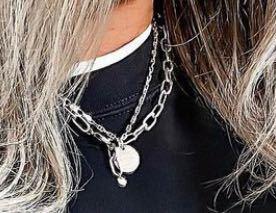 こーゆー感じのネックレスってどこに売ってますか??