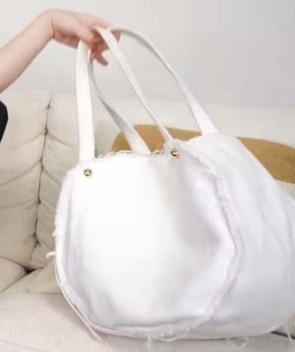 このバッグどこのブランドのものかわかりますか? ゆうこすの動画で見つけたものです。