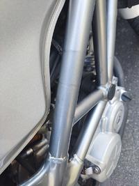 VTR250の塗装フレームなんですが塗装表面のこおいう(汚れ、シミ)は何でおとすのが良いでしょう?ブレーキクリーナーでは落ちませんでした。