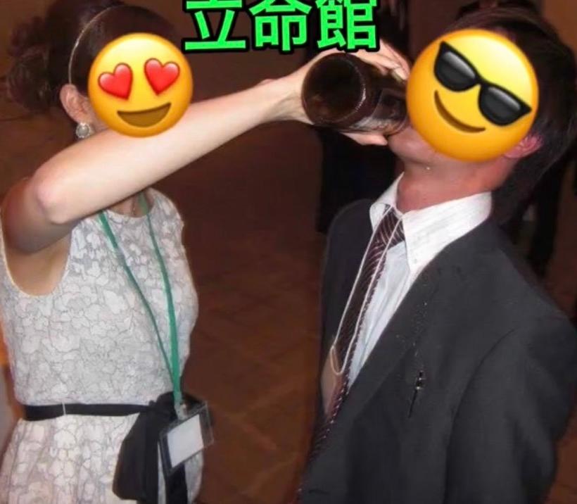 ネットに上がっていた飲みサーの写真ですが、酒に強い体質の女子大生(左)が、酒に弱い男子学生(右)に瓶を持って一気飲みをさせています これはモラル的にアウトだと思いますが、どう思いますか?