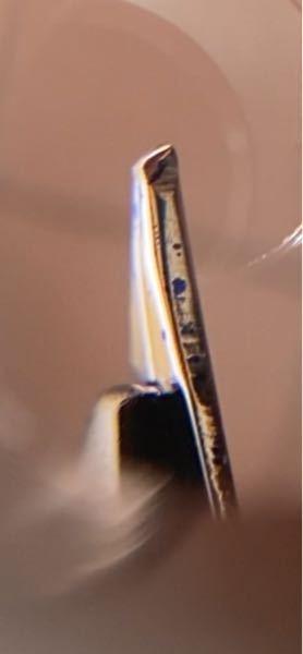 プラチナ万年筆センチュリー3776に関して質問です センチュリー3776のペンポイントが少ないように感じたのですが下の写真で言うと細めに削られているところまでなのか見づらいですがその上の少しもっ...
