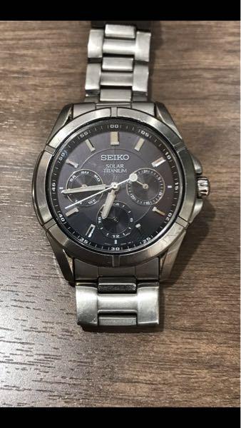 このセイコー の腕時計は何という腕時計になるでしょうか? 確か10年くらい前に買ったもので、三万円くらいの値段だったかと思います。 オーバーホールに出そうかと思いますが、どれくらい値段かかるでしょうか?新しいものを買うか悩むところです。