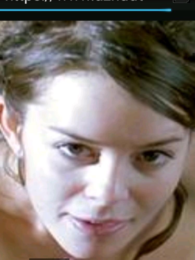 この女優の名前を教えてください。