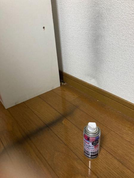 私は賃貸に住んでいるのですが、百均で買った黒いスプレーで棚の汚い部分を塗っていて後から気づいたのですが、壁と床についてしまいました。取りたいのですが、どうやったらとれるでしょうか。