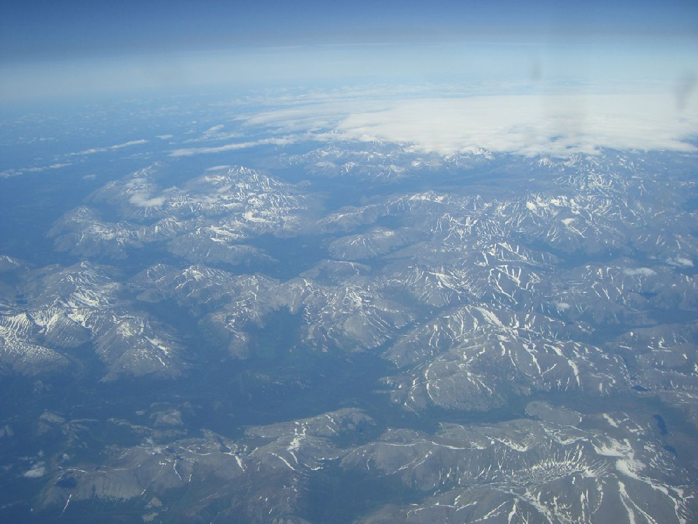 ウラル山脈は世界最古の山なのですが世界中の山の中ではまだまだ標高が低い方ですか?