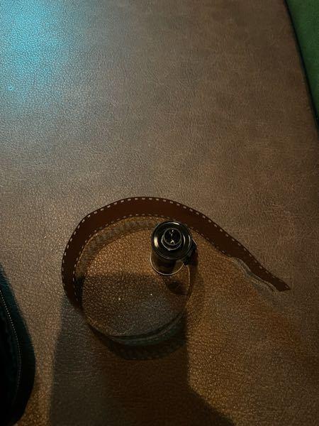 rollei35を買って初めて巻き上げたのですが、 18枚撮ってそれ以降シャッターを切っても残り枚数が変わらず、原因がわからずとりあえず巻き上げてしまい、このような状態になってしまいました。 ...