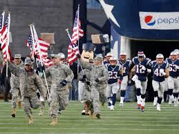 NFL、アメフトがアメリカで最も人気があるのは「軍隊」と「戦争」を連想させるからでしょうか? 「ティーム = 軍隊」 「試合、プレイ = 戦争」
