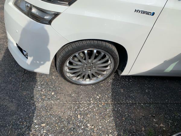 ヴェルファイア20のタイヤの大きさがわかりません、今タイヤが一回り小さいタイヤがついているそうです。実際のタイヤはいくつなんですか?
